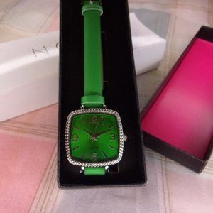 Avon Color Trend Watch Green New in Box